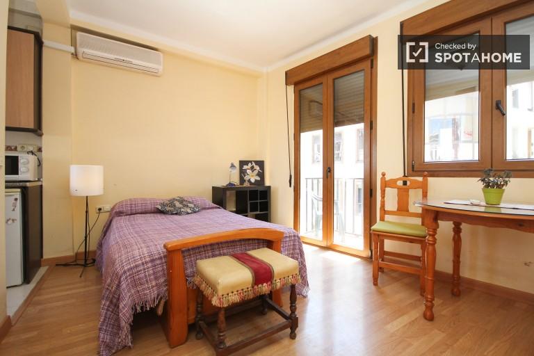 Studio-Wohnung mit Balkon zu vermieten im Zentrum von Granada