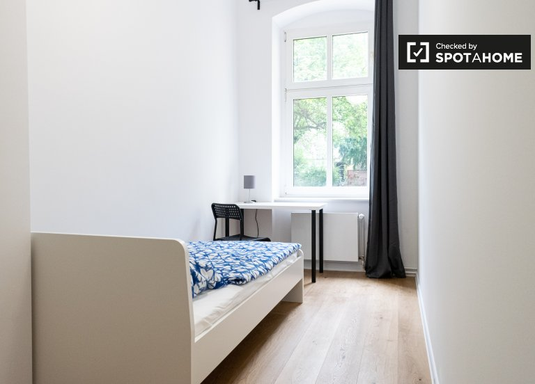 Cozy room in apartment with 5 bedrooms in Treptow-Köpenick