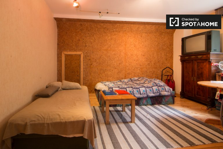 Przytulny pokój w 3-pokojowym apartamencie w Lichtenberg w Berlinie