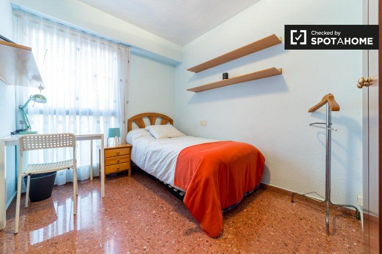Zewnętrzny pokój w 5-pokojowym mieszkaniu w Algirós, Valencia
