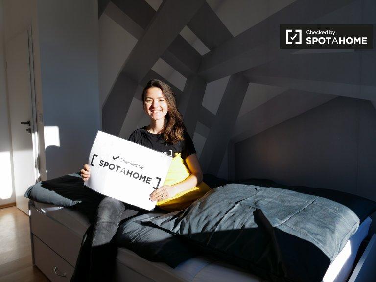 Przytulny pokój w 6-pokojowym apartamencie w Treptow-Köpenick