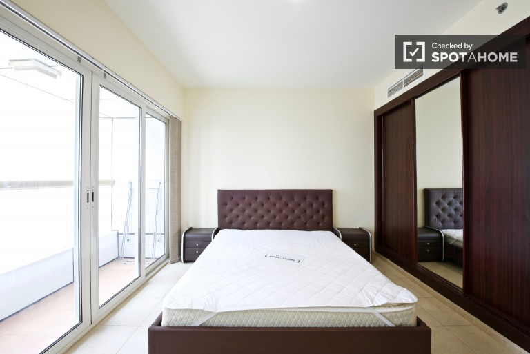 Double Bed in Room for women only for rent in a 7-bedroom apartment in Dubai Marina