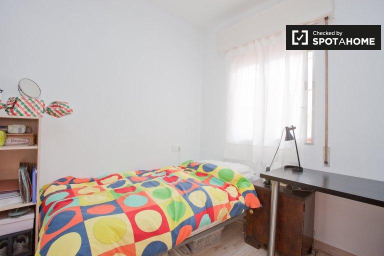 Chambre confortable dans un appartement de 3 chambres à Casco Antiguo, Séville