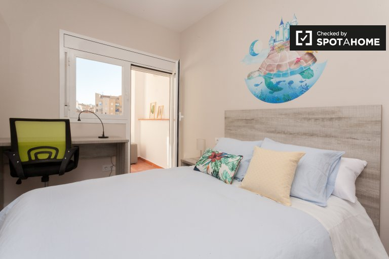 Spacious room in 7-bedroom apartment in Sants, Barcelona