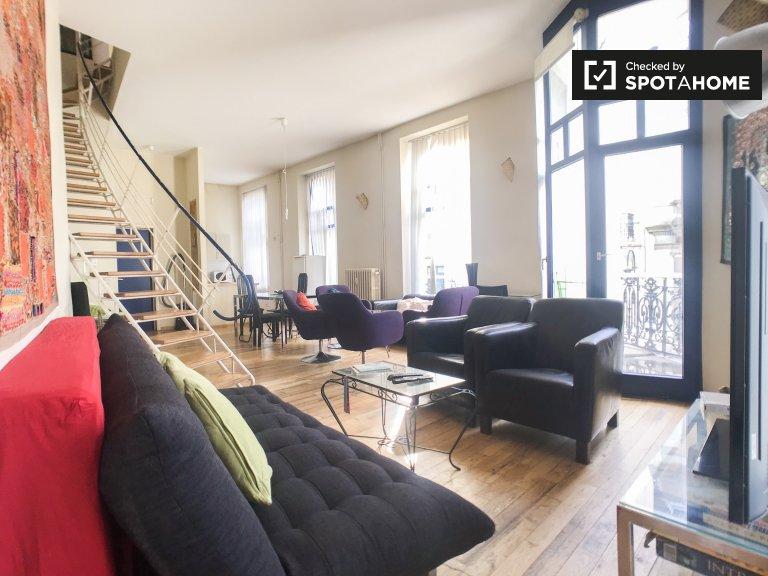 Stylowy apartament z 2 sypialniami do wynajęcia w centrum Brukseli