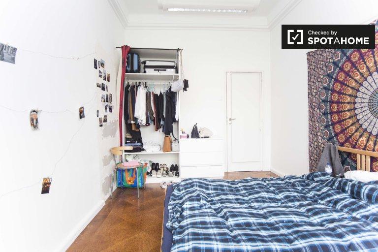 Se alquilan habitaciones en un apartamento de 9 dormitorios en Arroios, Lisboa