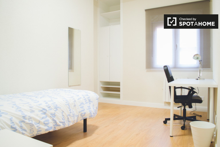 Ample room in 4-bedroom apartment in Chamartín, Madrid