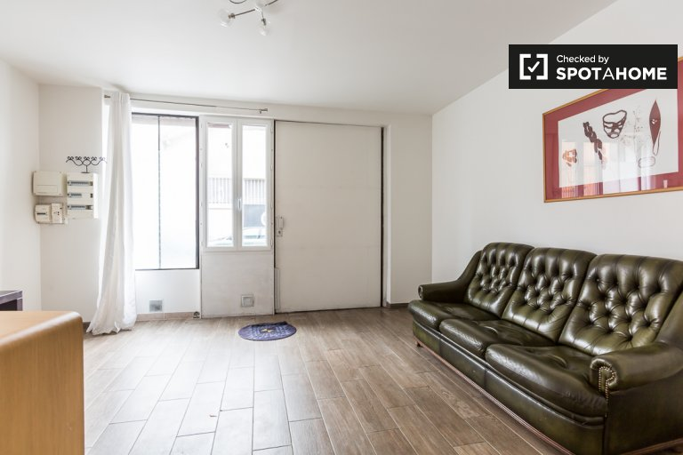 Newly remodeled 1-bedroom apartment for rent in Malakoff