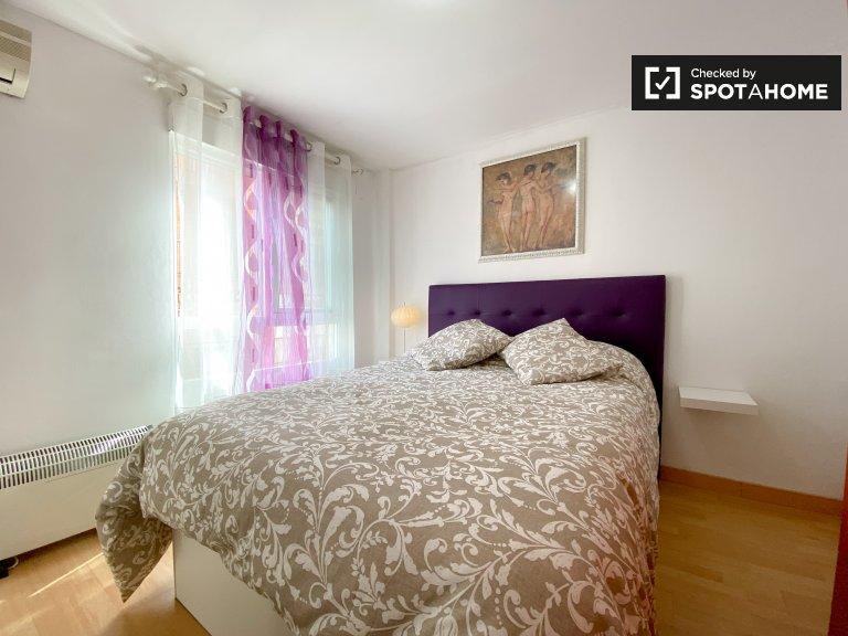 Quarto para alugar em apartamento de 3 quartos, Poblats Marítims