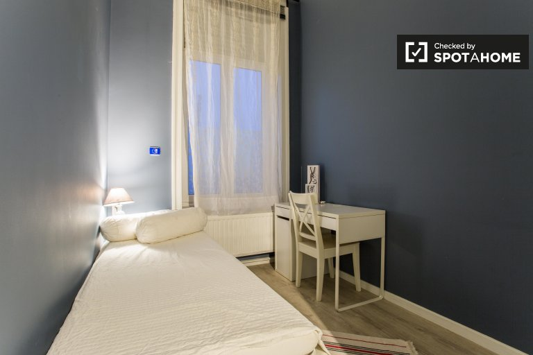 Single Bed in Rooms for rent in a stylish 9-bedroom house in the European Quarter