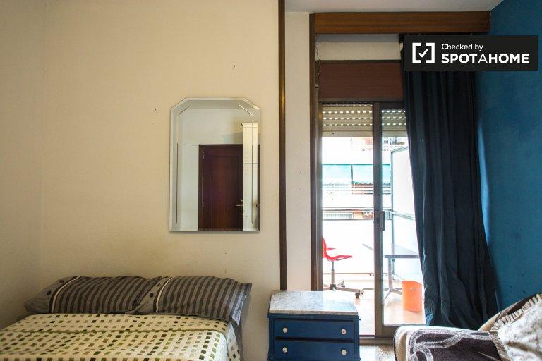 Sunny room for rent in Vila Olímpica, Barcelona
