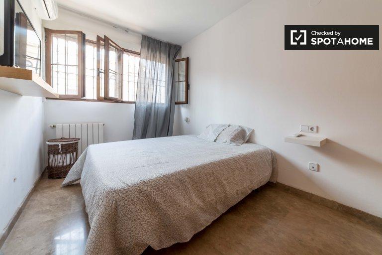 Cosy room in 3-bedroom apartment in Campanar, Valencia