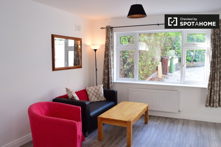 Modern 1-bedroom house to rent in Tallagh, Dublin
