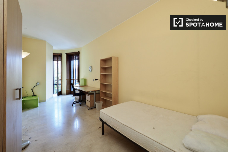 Double Bed in Room in 4 bedroom apartment for rent near University Bocconi, Vigentina
