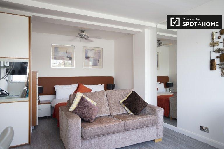 Moderne Studiowohnung in Kensington, London zu vermieten