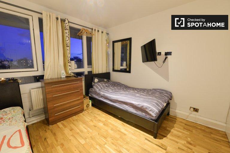 Twin Beds in Room to rent in cosy 4-bedroom apartment in Putney