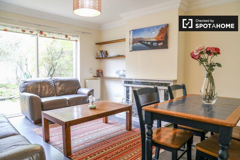 Drumcondra, Dublin kiralık aydınlık 3 yatak odalı daire