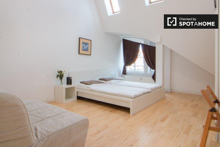Grande chambre dans l'appartement à Charlottenburg-Wilmersdorf, Berlin