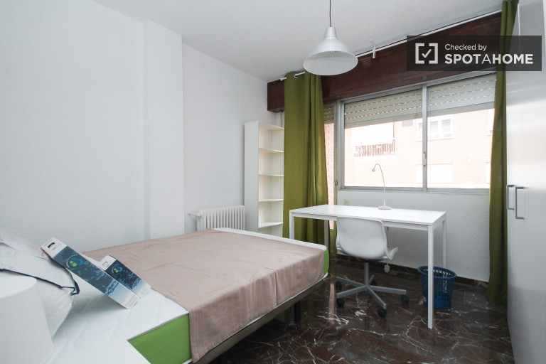Bright room in shared apartment in Ronda, Granada