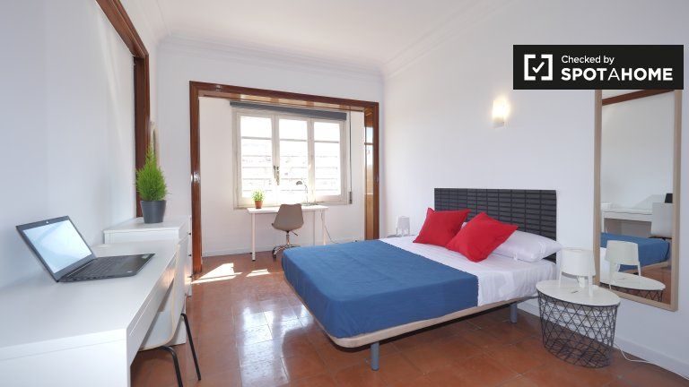Room to rent in 7-bed apartment, gorgeous Eixample Esquerra