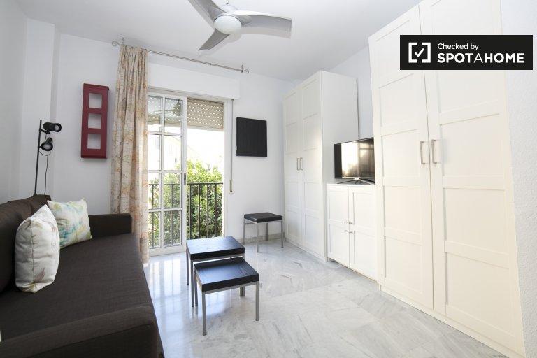 Modern studio apartment for rent in La Macarena