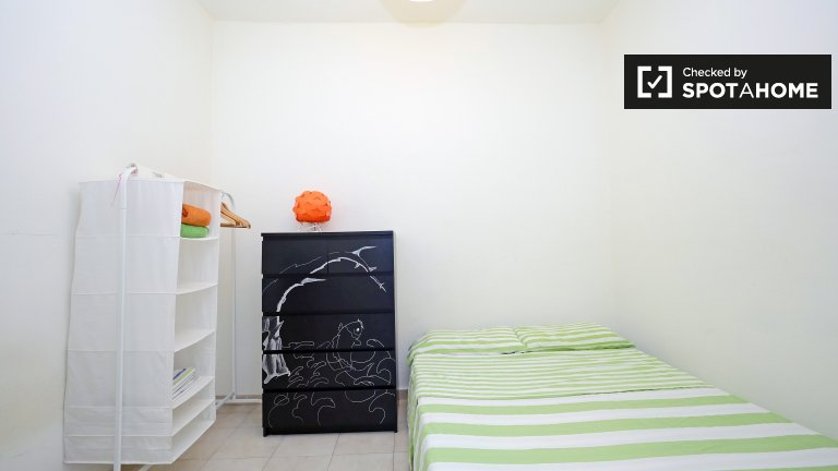 Rooms for rent in 3-bedroom apartment in Grácia, Barcelona