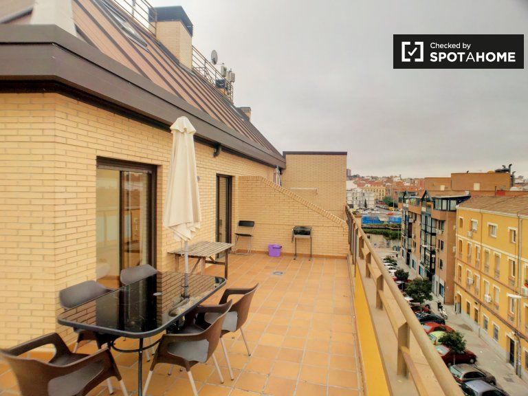 3-pokojowe mieszkanie z tarasem do wynajęcia w Retiro w Madrycie
