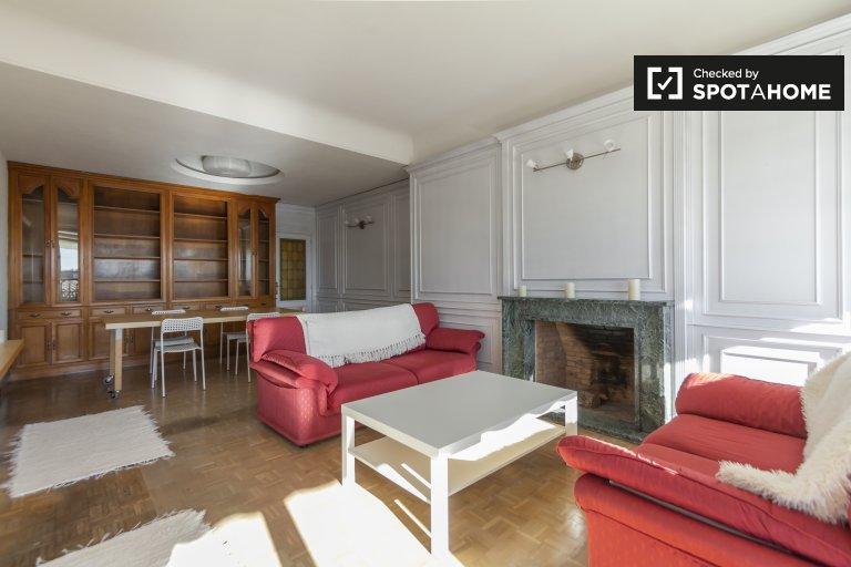 Ogromny apartament z 5 sypialniami do wynajęcia w Moncloa w Madrycie