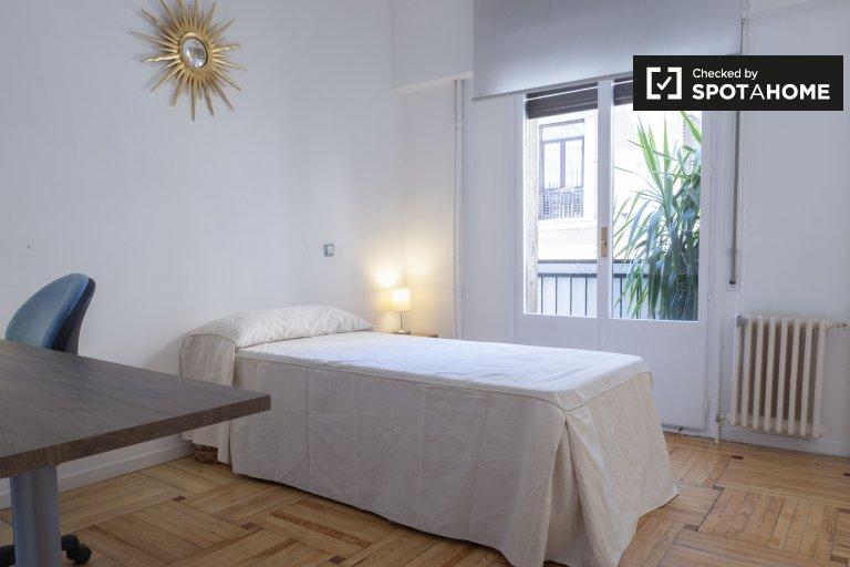 Prywatny pokój do wynajęcia w apartamencie z 2 sypialniami, Centro, Madryt