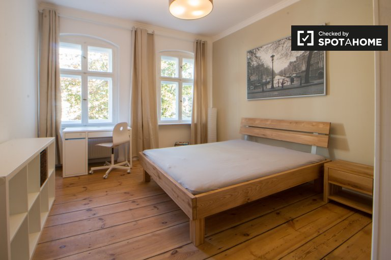 Double Bed in Rooms for rent in a stylish 3-bedroom apartment in Friedrichshain