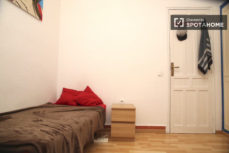 Single Bed in Single rooms for rent in the historical center of Sevilla