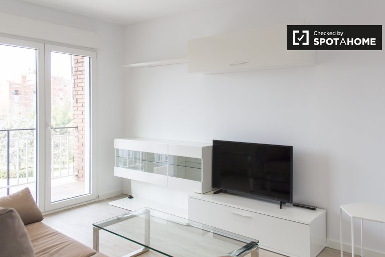Chic 3-bedroom apartment for rent in Hortaleza, Madrid