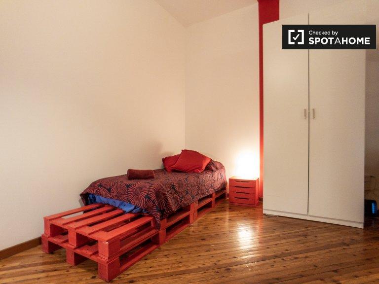 Cama en alquiler en habitación compartida en apartamento de 3 dormitorios i