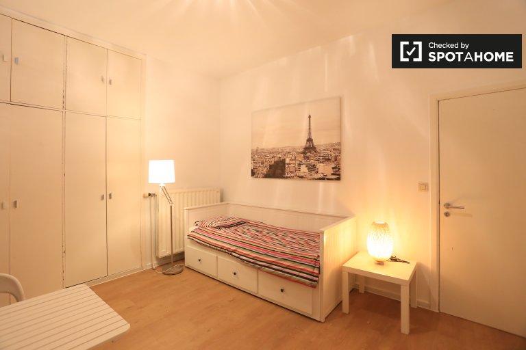 Acogedora habitación en alquiler en apartamento de 2 dormitorios en Anderlecht