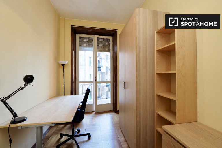 Single Bed in Room in 4 bedroom apartment for rent near University Bocconi, Vigentina