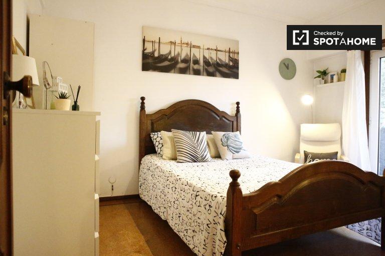 Odivelas, Lizbon 3 yatak odalı dairede şık oda