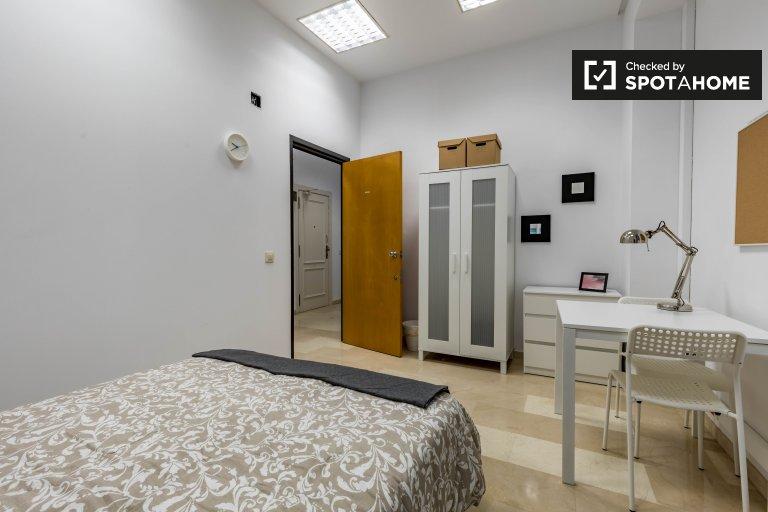 Amplia habitación en el apartamento de 7 dormitorios Ciutat Vella, Valencia