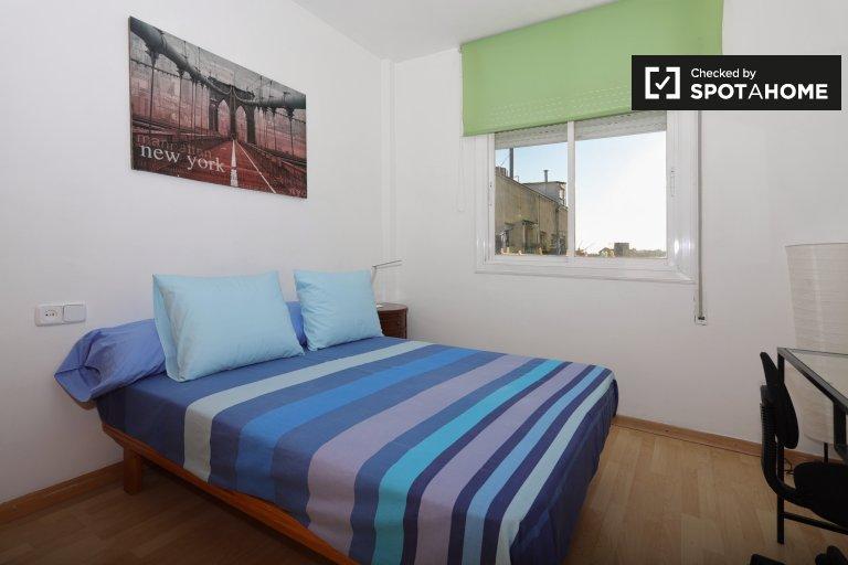 Se alquila habitación en piso de 3 dormitorios en Dreta Eixample