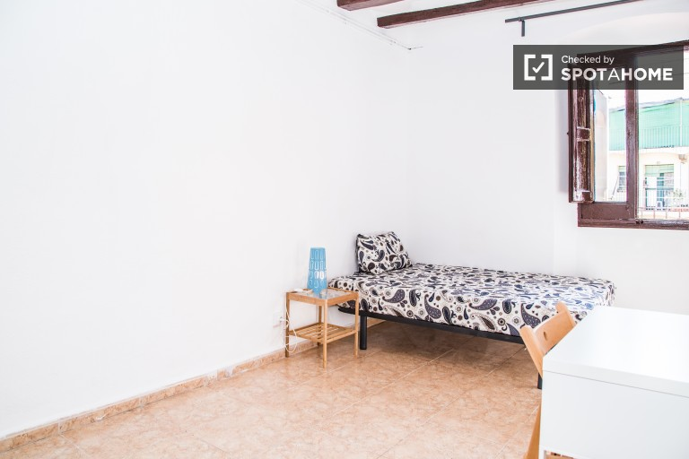 Big room in shared apartment in El Raval, Barcelona