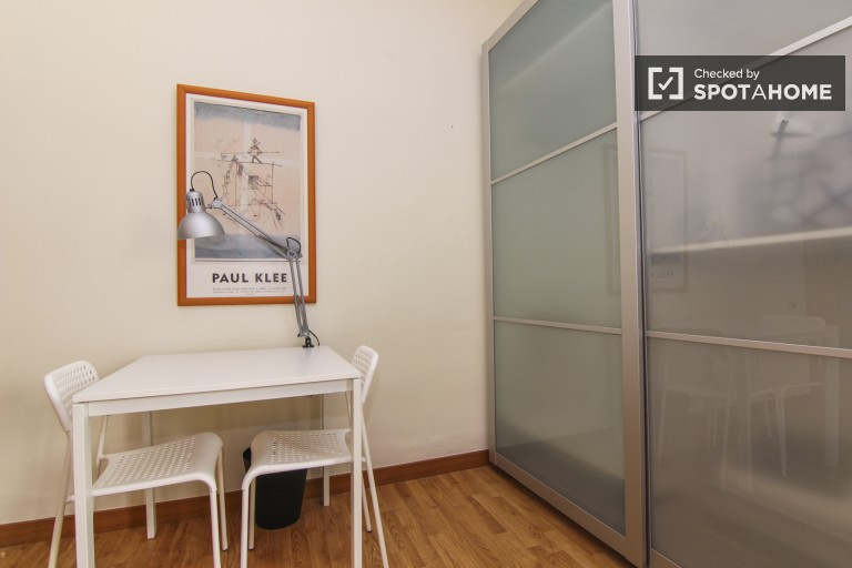 Furnished room in shared apartment in Eixample, Valencia
