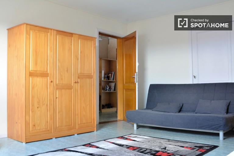 Przytulny pokój w apartamencie w Saint Gilles, Bruksela