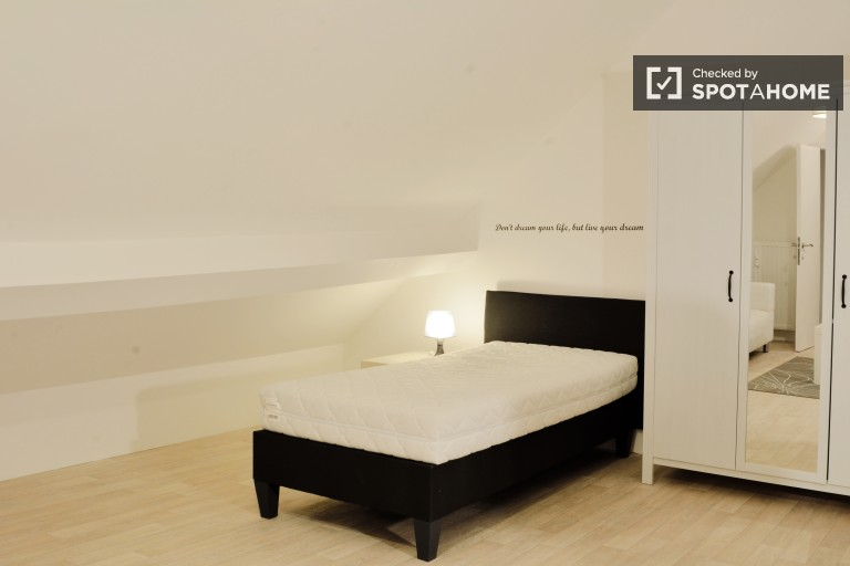 Single Bed in Student Kots in a Large 13 Bedroom Residence Hall in Woluwe Saint Lambert