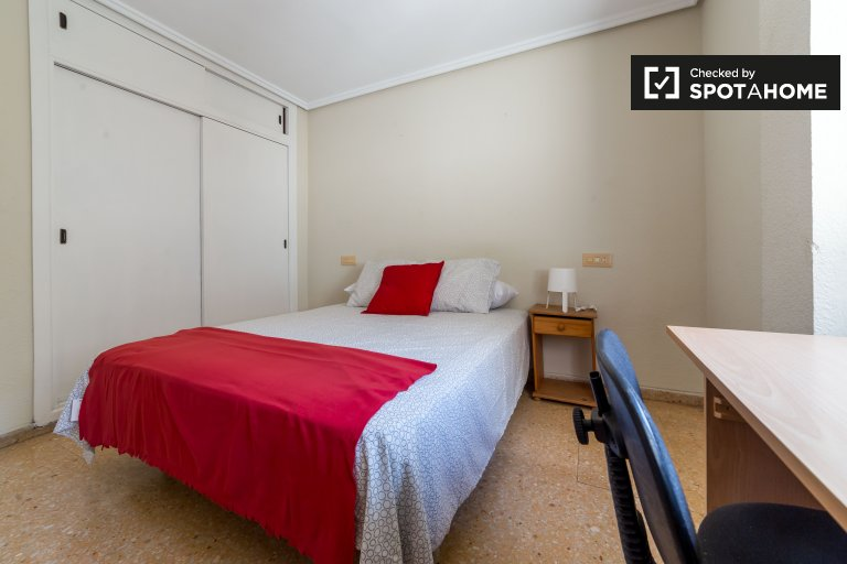 Dwuosobowy pokój do wynajęcia w Algirós, Valencia.