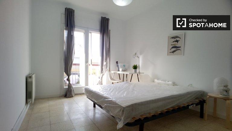 Spacious room in 5-bedroom apartment in Barri Gòtic