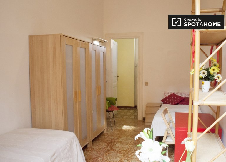 Twin Beds in Rooms for rent in 5 bedroom apartment in Trieste