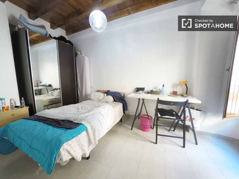 Single Bed in Rooms in a recently renovated two bedroom apartment ...