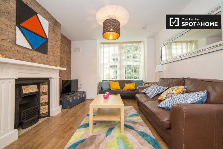 Rooms in chic 3-bedroom flatshare in Harlesden, London