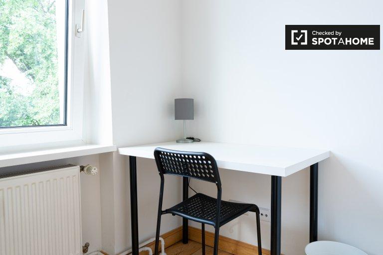 Quarto para alugar em apartamento com 5 quartos em Neukölln