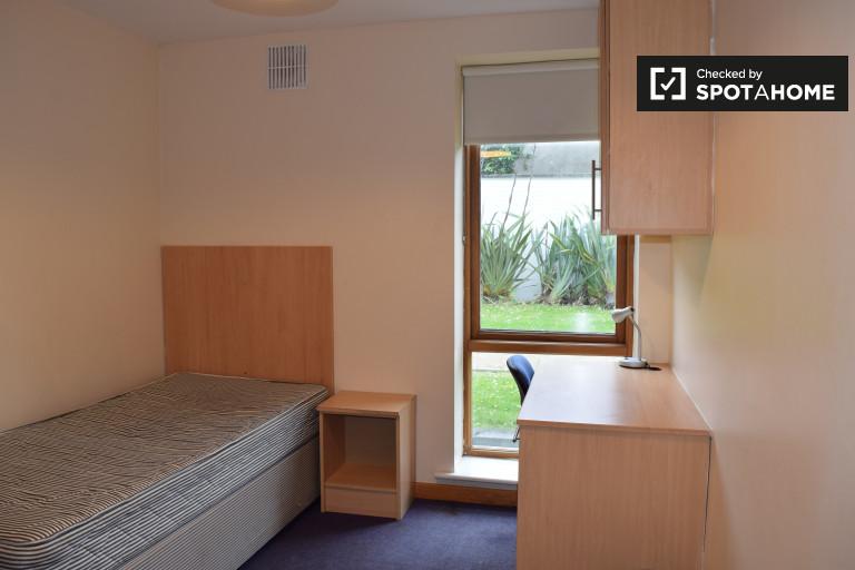Ausgestattetes Zimmer in 4-Zimmer-Wohnung in Santry, Dublin