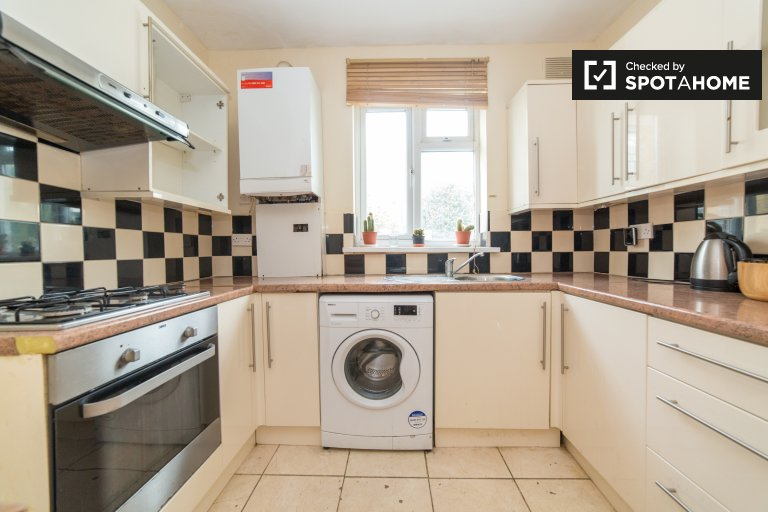 Beautiful 3-bedroom apartment for rent in Tower Hamlets